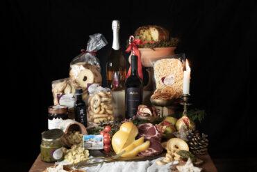 cesta regalo Natlizia Girasole con vini e prodotti e formaggi pugliesi